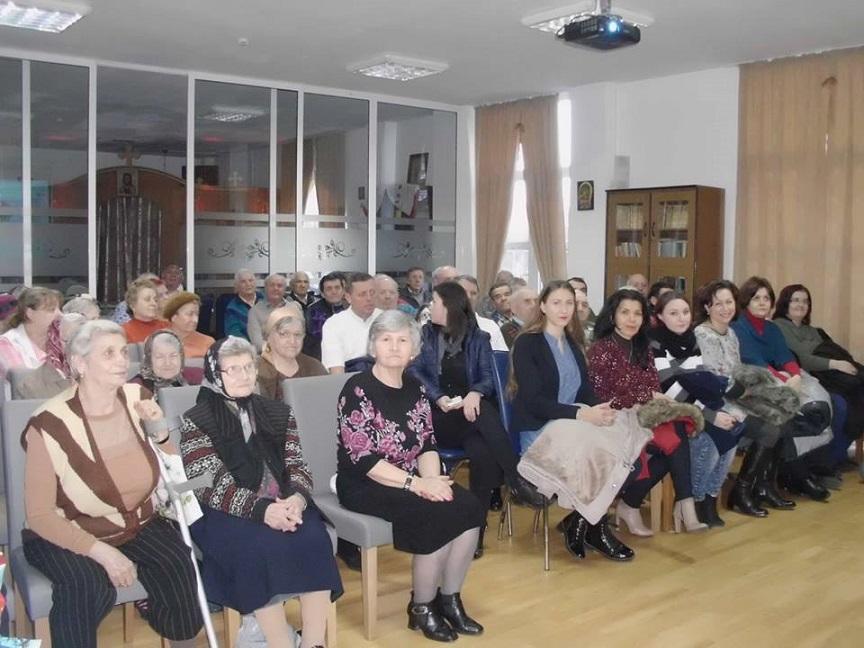 Actiune umanitara Mos Nicolae la centrul de batrani Pietricica